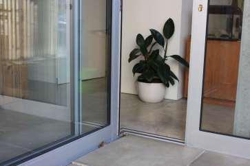 Jack corner sliding door